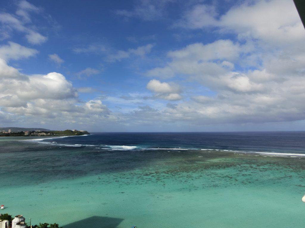 遠浅な海と空がきれいでした。